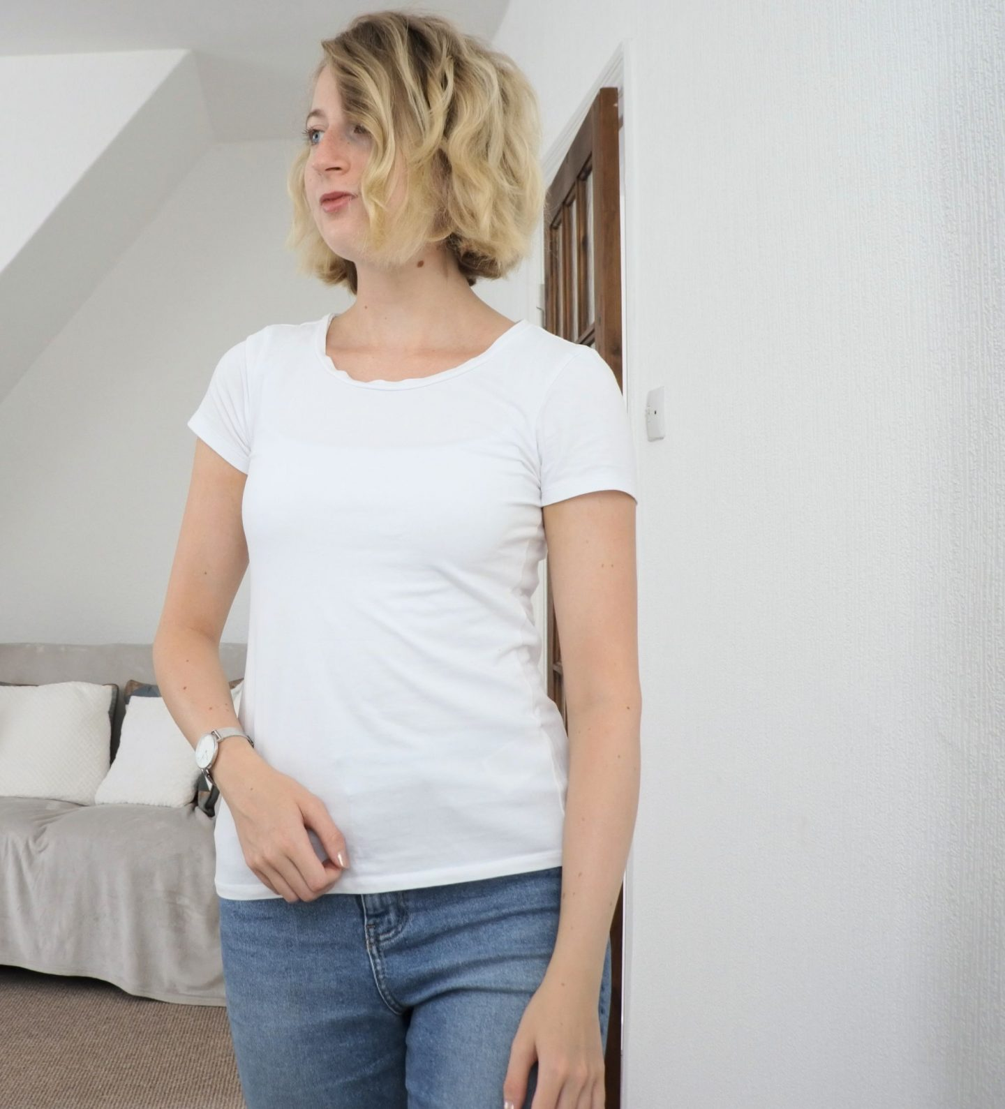 styling mom jeans look one casual t shirt