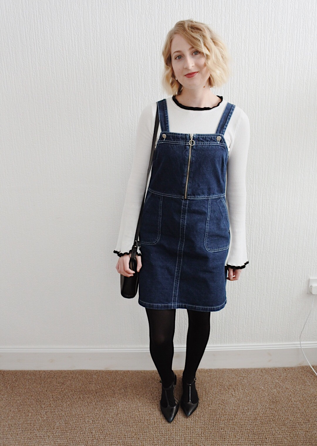 styling denim pinafore dress